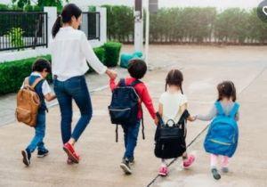 Barn som promenerar.