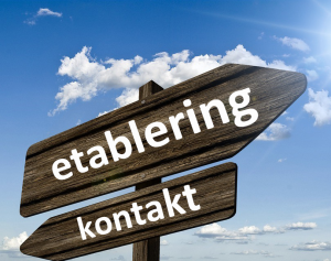 Skyltar med text etablering och kontakt