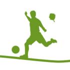 En person som sparkar på en boll