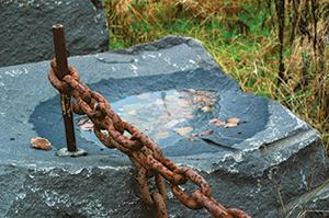 Stenblock med kedja i Gedenryd